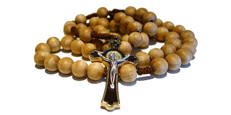 rosary-wikimedia-commons-800px